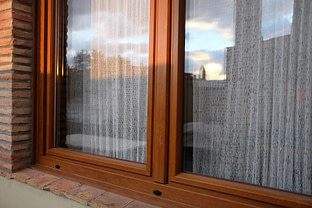 ventana pvc imitación madera palamos